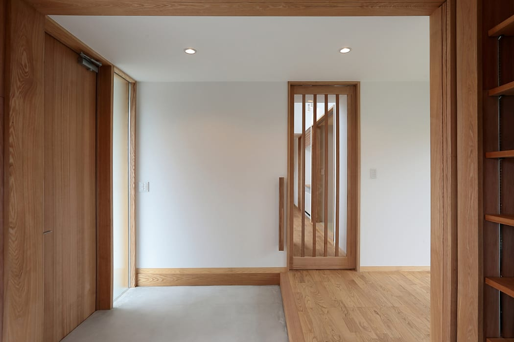 Eclectic style corridor, hallway & stairs by TEKTON | テクトン建築設計事務所 Eclectic Wood Wood effect