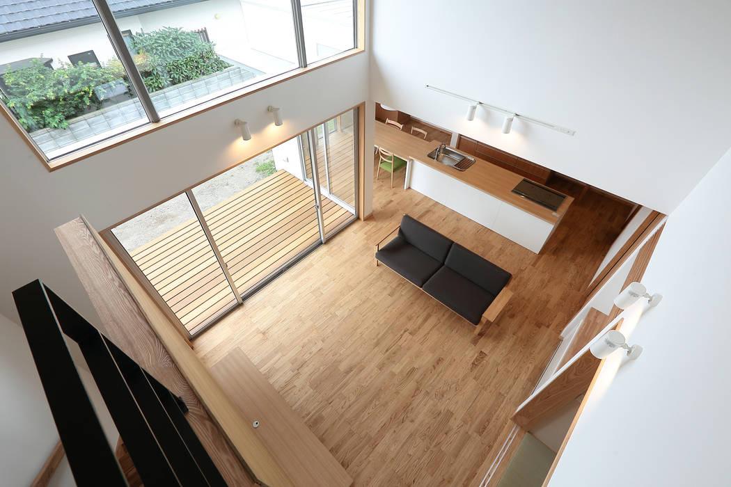 Salones de estilo ecléctico de TEKTON | テクトン建築設計事務所 Ecléctico