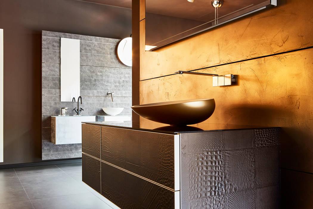 Außergewöhnliche Badezimmer, korpus und front aus leder, dazu ein mattgoldenes waschbecken, eine, Design ideen