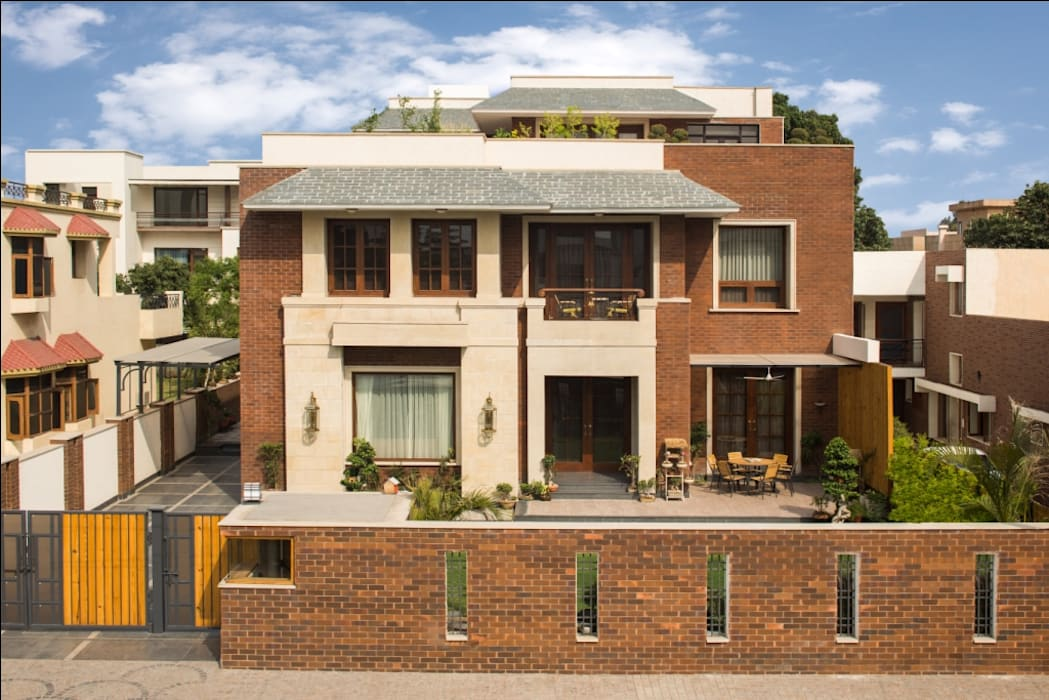 Aggarwal Residence:  Houses by groupDCA,