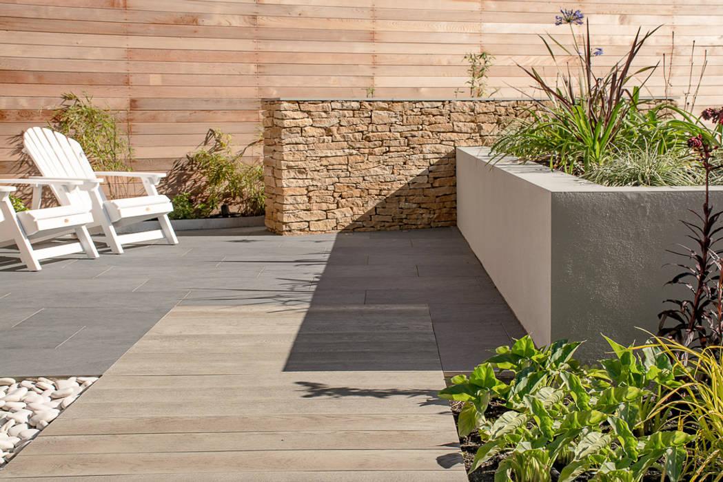 A Contemporary garden in Wales モダンな庭 の Robert Hughes Garden Design モダン