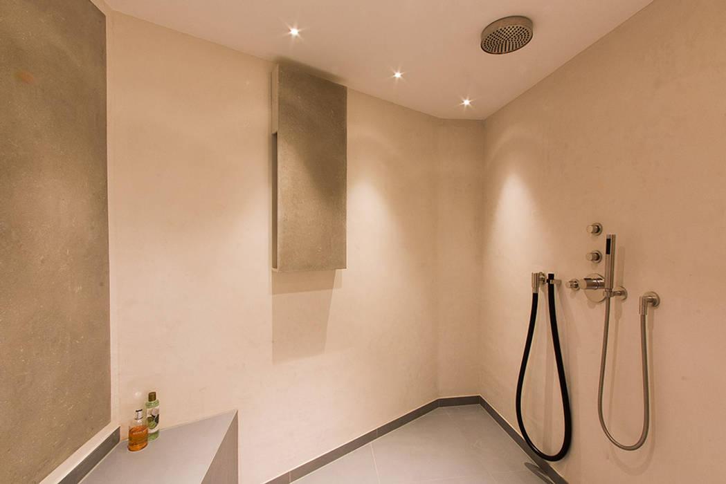 Fugenloses bad moderne badezimmer von ulrich holz -baddesign ...