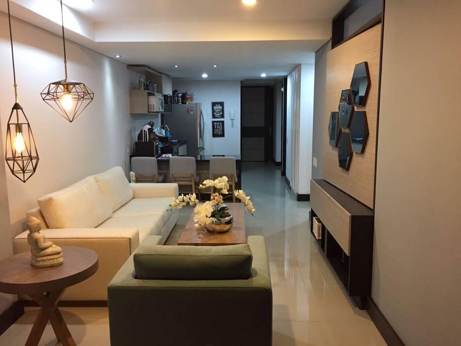 Hermosa y confortable sala comedor del apartaestudio. Salas de estilo moderno de homify Moderno