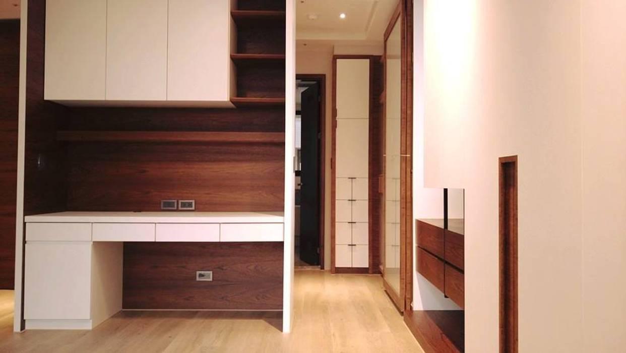 更衣室:  臥室 by 見和空間設計