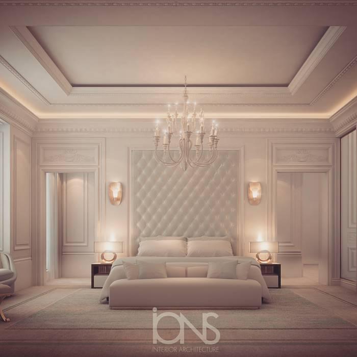 Bedroom Design in Dramatic Contrast:  Bedroom by IONS DESIGN