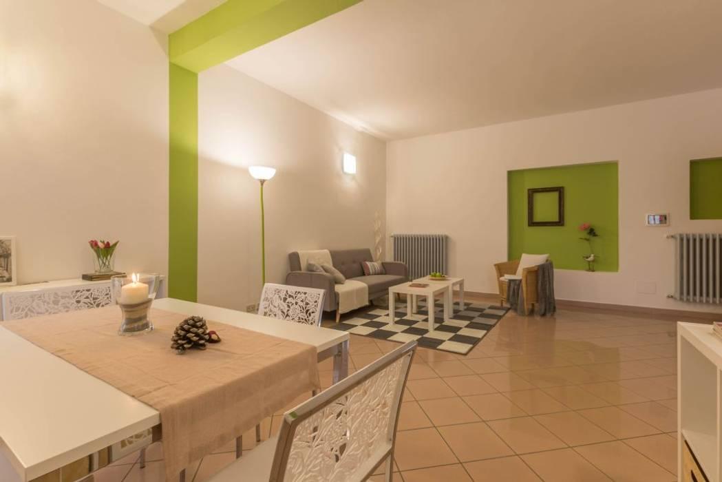 Germano Reale, Home Staging per l'affitto: Soggiorno in stile in stile Minimalista di Anna Leone Architetto Home Stager