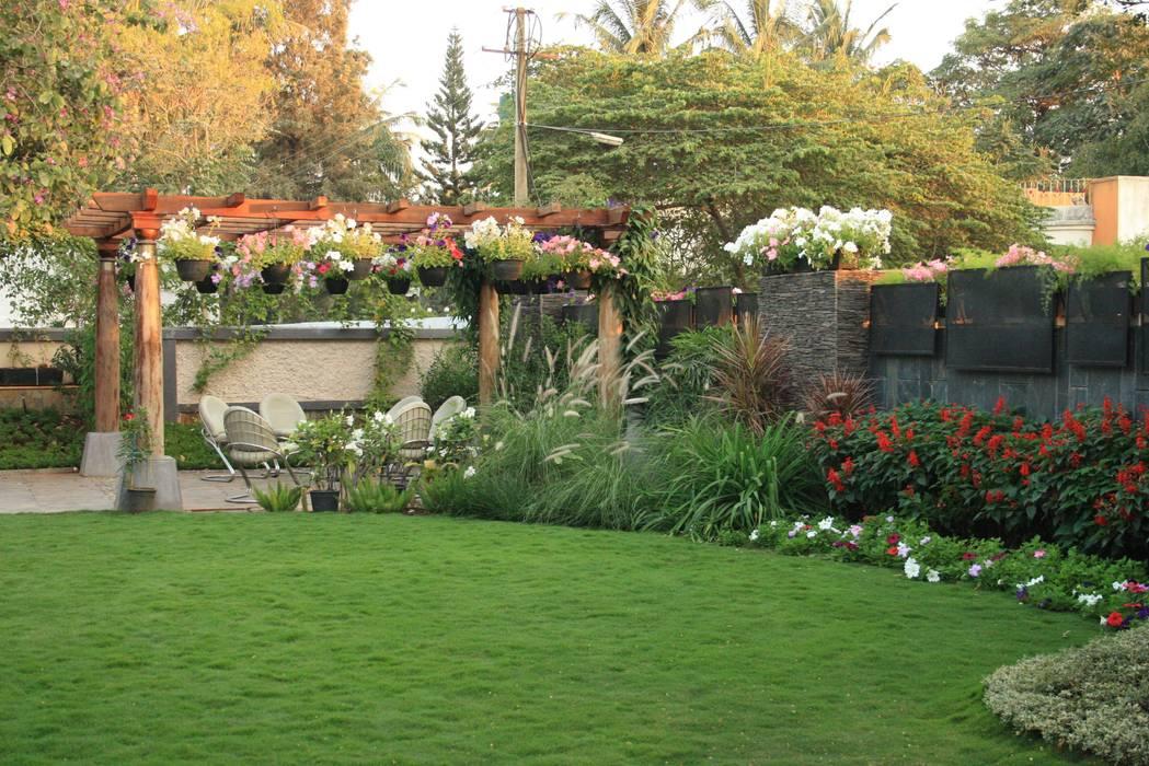 Residential Landscape :  Front yard by Artistic Design Works,