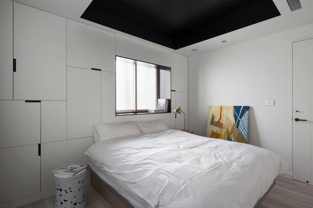 Dormitorios de estilo minimalista de Studio In2 深活生活設計 Minimalista