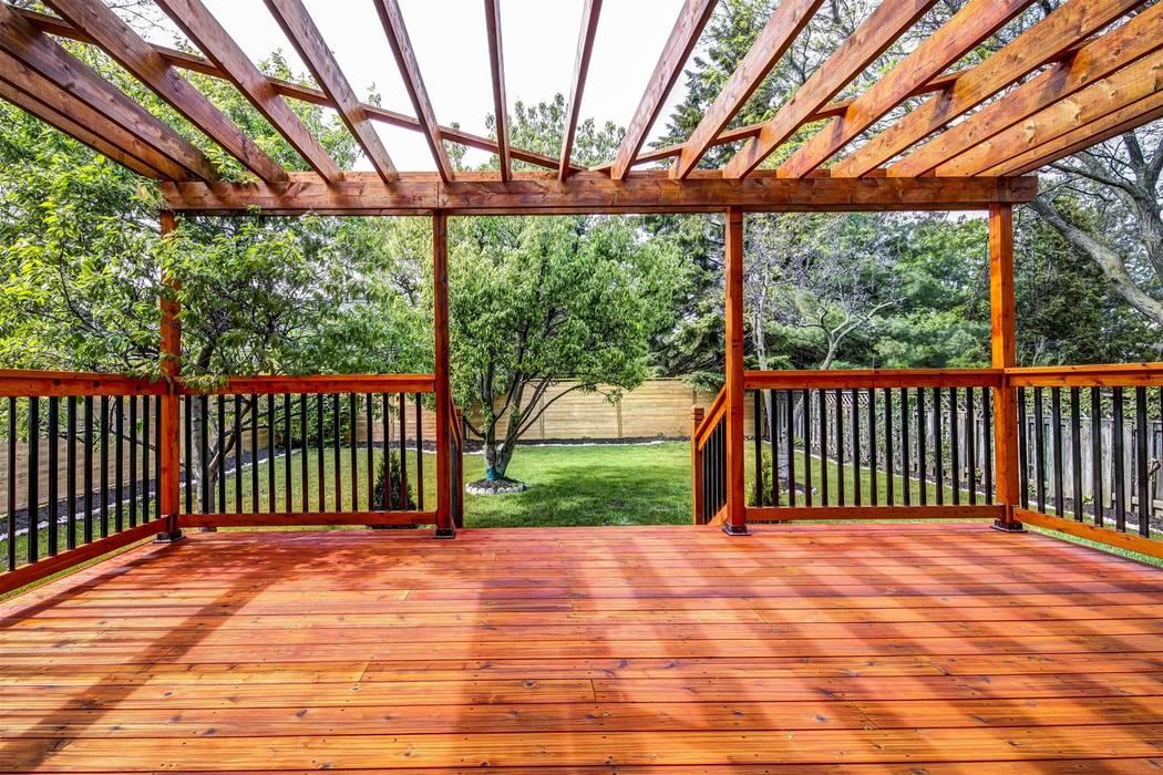 Contempo Studio Modern balcony, veranda & terrace