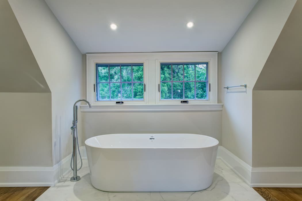 Glen Rd:  Bathroom by Contempo Studio,Minimalist