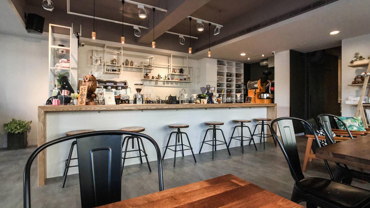 吧台全景:  辦公室&店面 by 見和空間設計