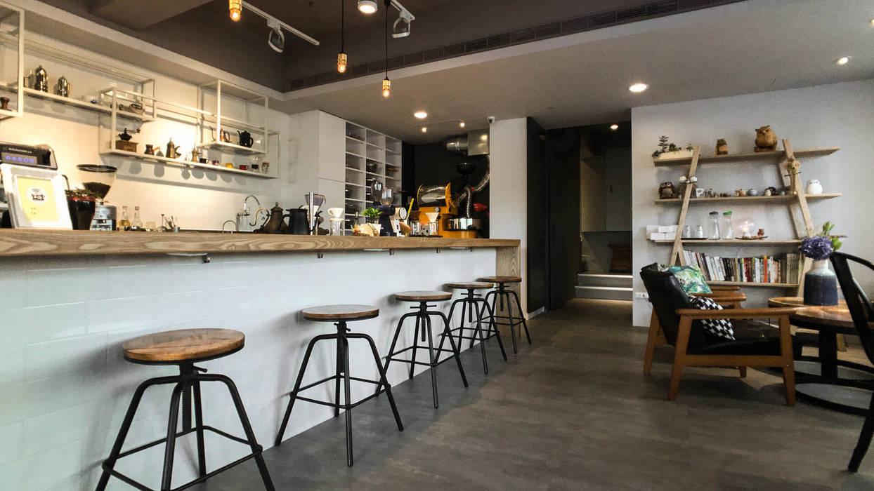 吧台上2F:  辦公室&店面 by 見和空間設計