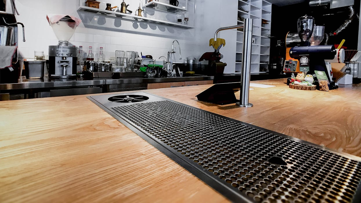 多功能吧台:  辦公室&店面 by 見和空間設計