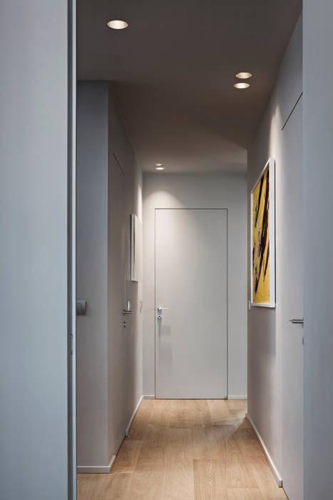 Apartment Citylife Milano: Ingresso & Corridoio in stile  di PAOLO FRELLO & PARTNERS