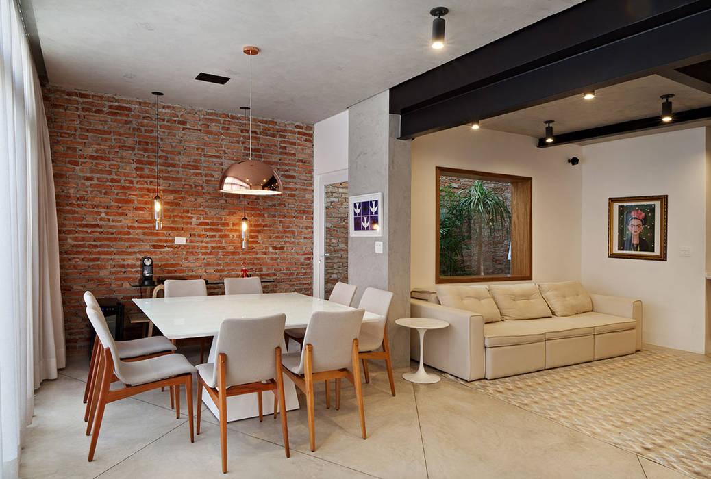 Phòng khách theo ODVO Arquitetura e Urbanismo,
