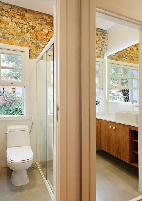 Phòng tắm theo ODVO Arquitetura e Urbanismo,