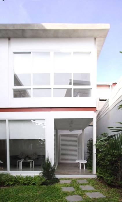 SKINNY HOUSE:   โดย Thaan Studio ,