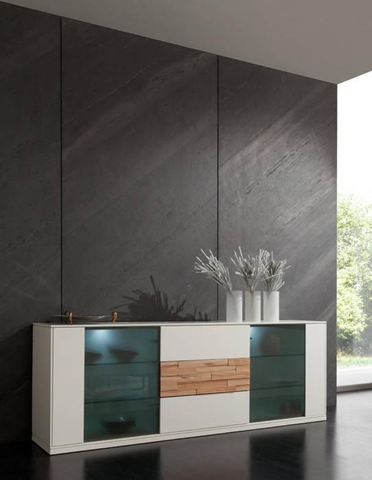 Echtes steinfurnier für wandgestaltung: wohnzimmer von kreos gmbh&co ...