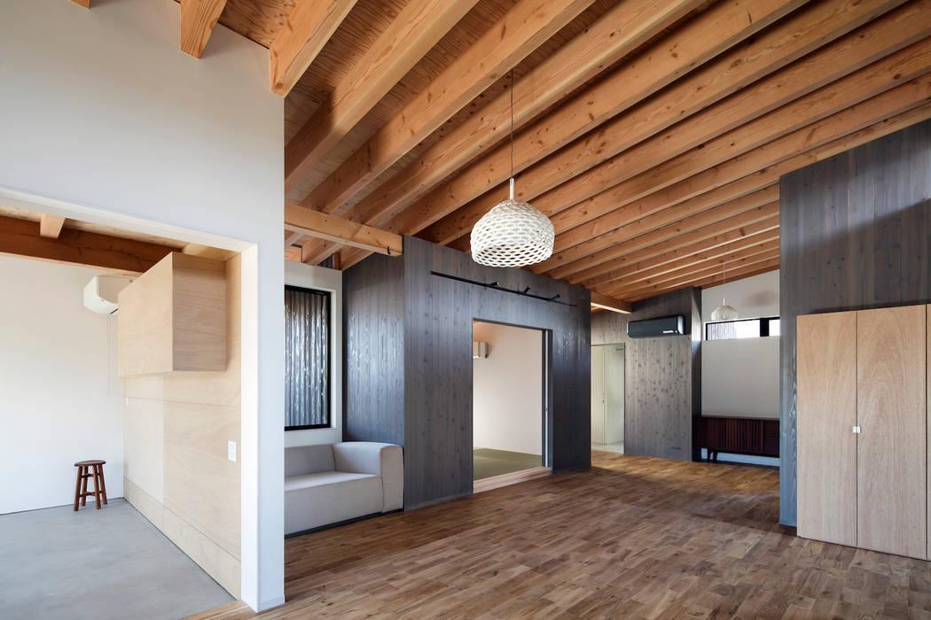 Salas de estar  por  井上久実設計室 , Moderno