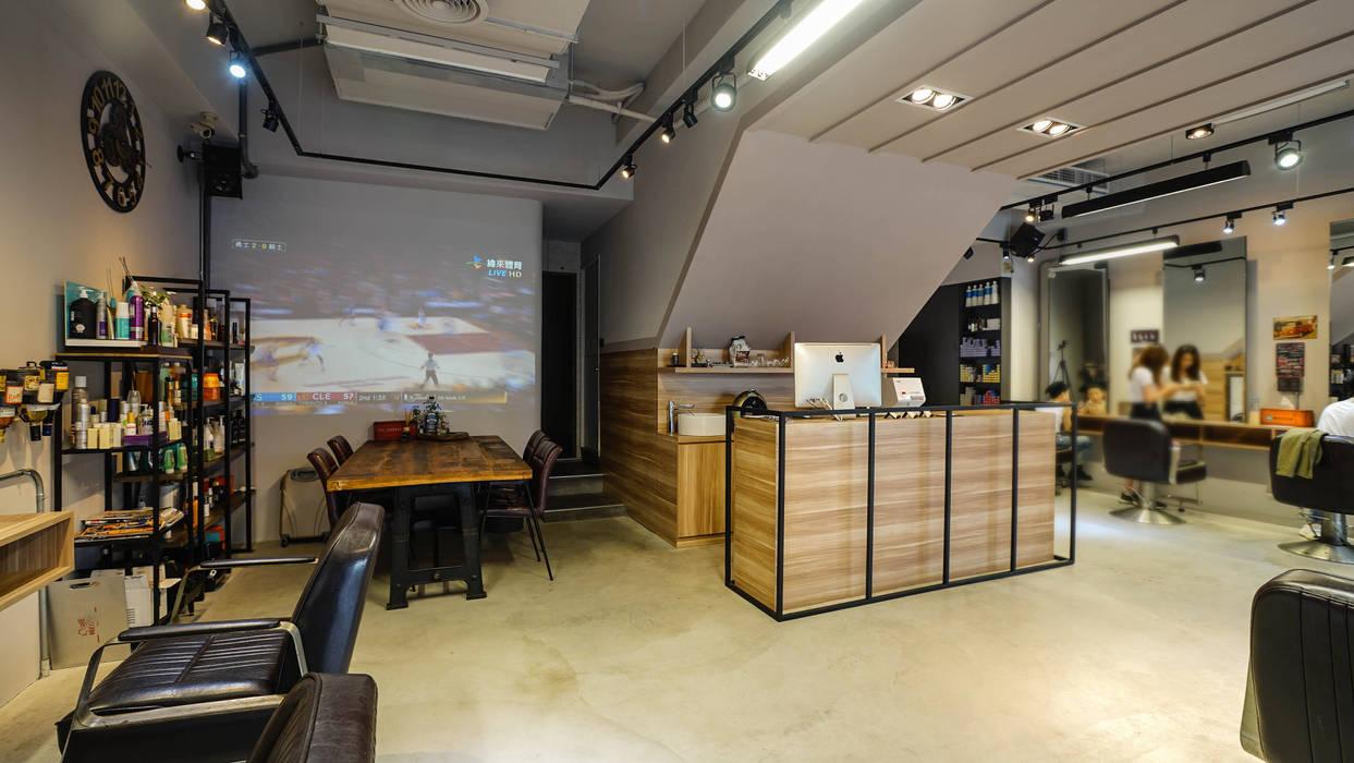 吧檯與餐飲區:  商業空間 by 見和空間設計, 工業風 塑木複合材料