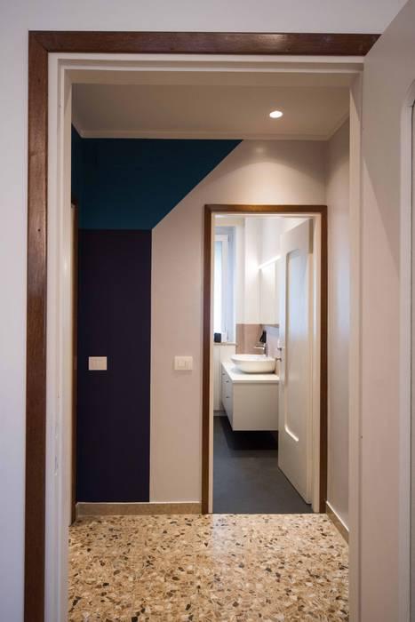 Dettaglio Ingresso Bagno: Ingresso & Corridoio in stile  di PADIGLIONE B