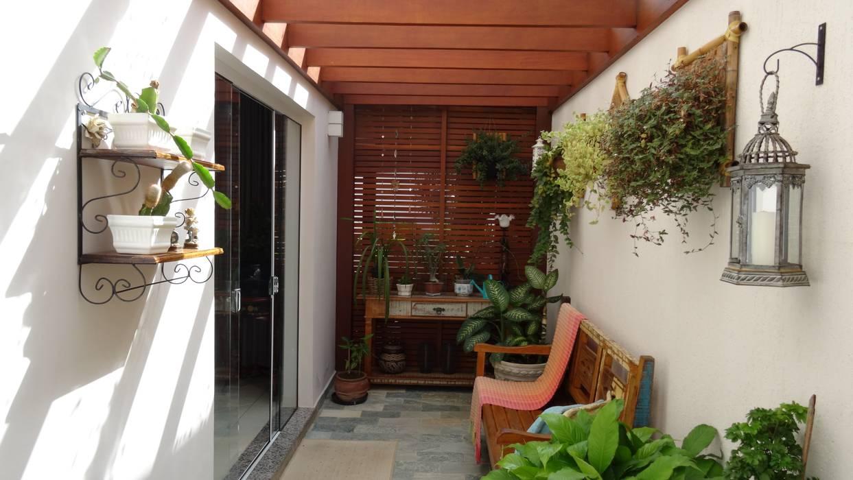 Pergolado Residência Paineiras Jardins de inverno rústicos por Ambiento Arquitetura Rústico Madeira Efeito de madeira