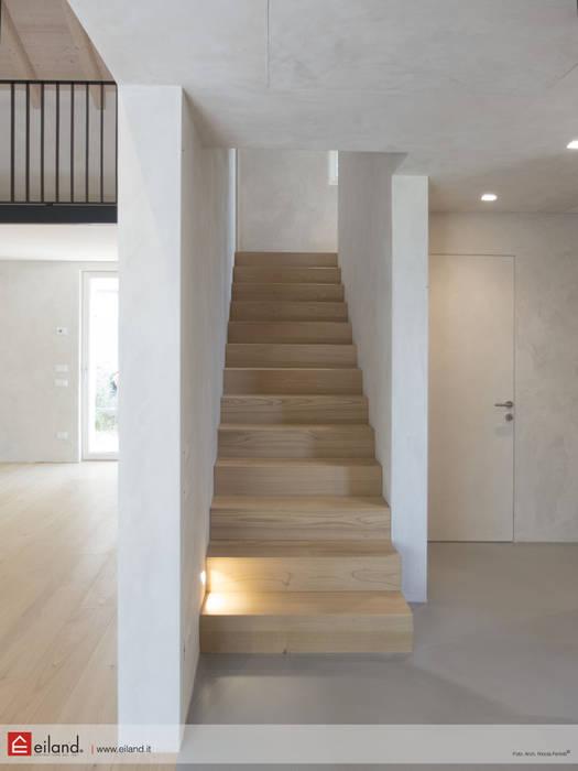 Morbidezza delle superfici: Casa di legno in stile  di EILAND