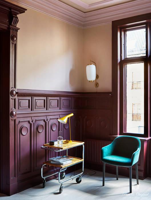 Eetkamer met Classico Skin Powder en Licetto Old Wine Moderne muren & vloeren van Pure & Original Modern
