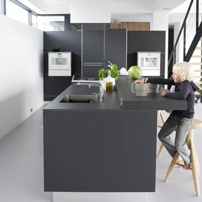 keuken:  Keukenblokken door Archstudio Architecten | Villa's en interieur,