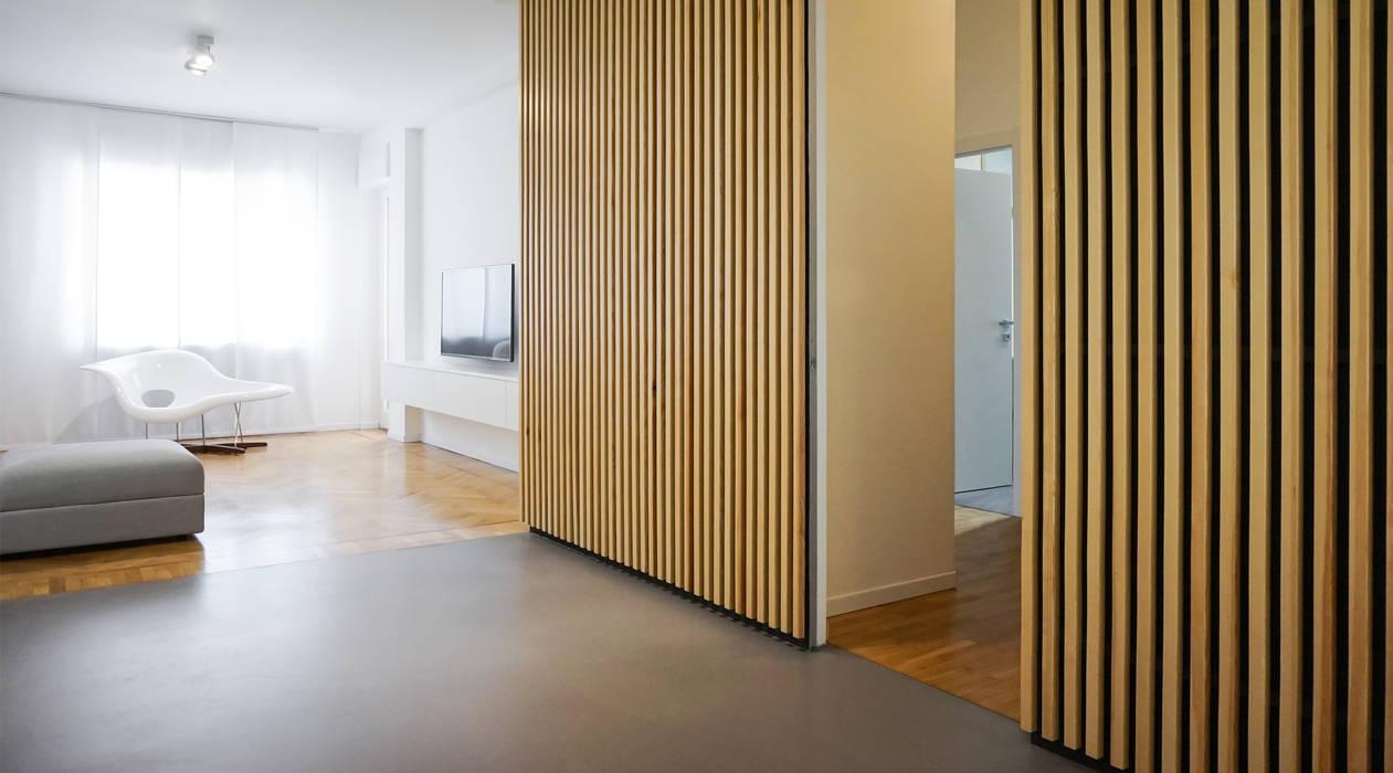 Apartment renovation in Turin: Soggiorno in stile in stile Minimalista di Edoardo Pennazio