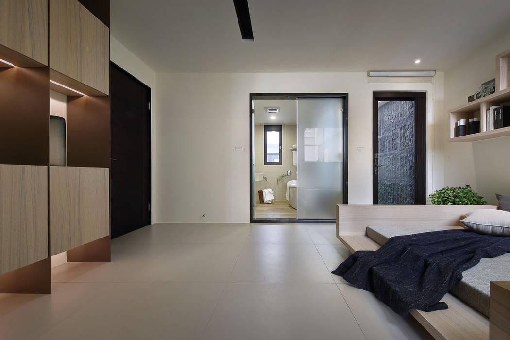 隨意隨心,恰如其分的空間:  臥室 by 楊允幀空間設計