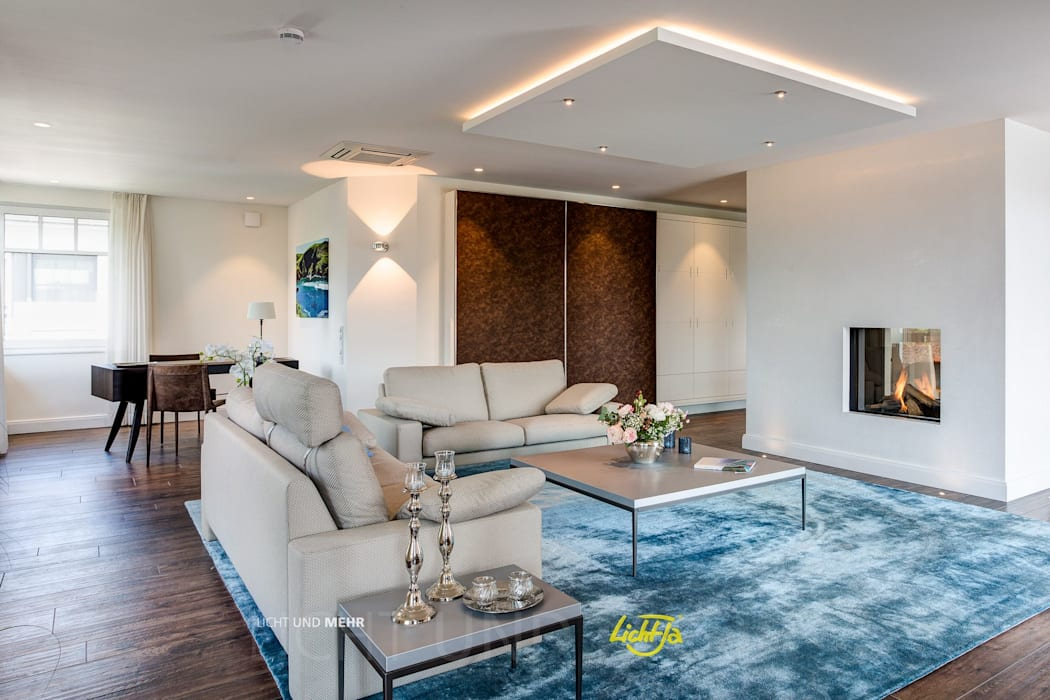 Offener wohnbereich mit kamin zweiseitig sichtbar moderne ...