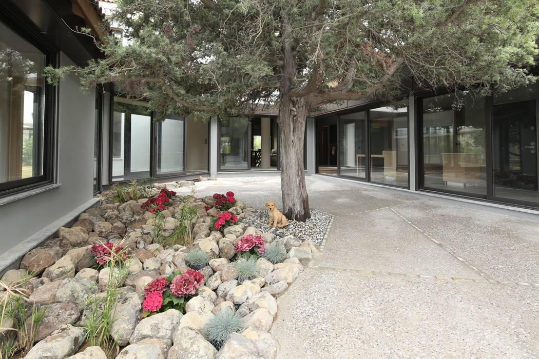 Egeli Proje – Ardıç Ev Avlu:  tarz Kayalı bahçe,