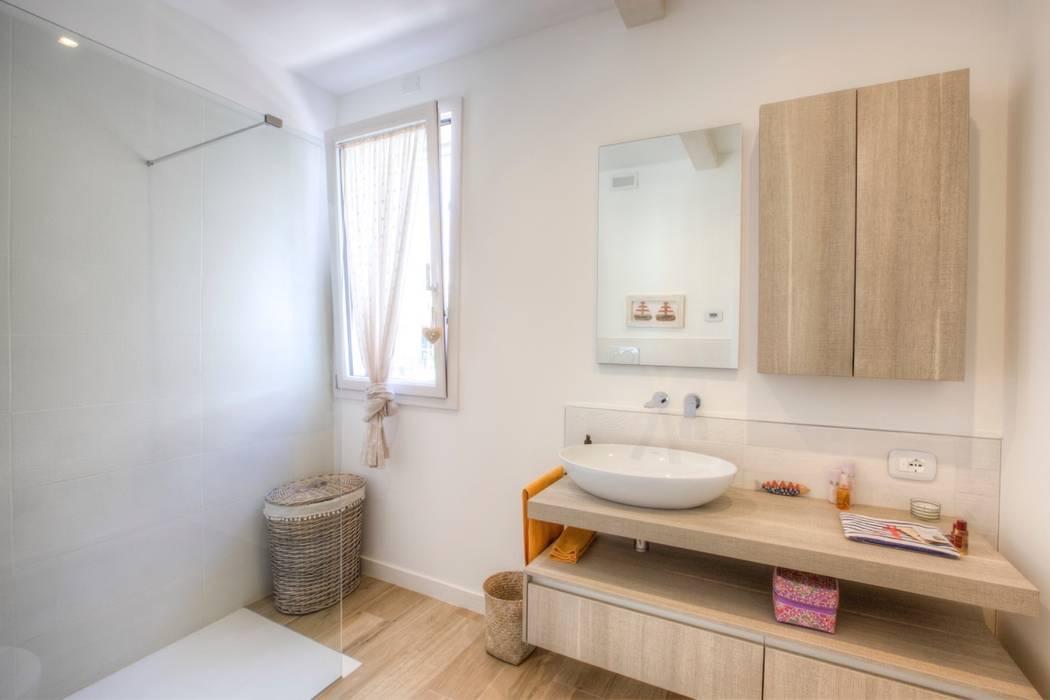 Bathroom by Progettolegno srl, Modern Wood Wood effect