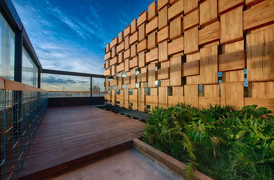 EXTERIOR Balcones y terrazas de estilo minimalista de Martínez Arquitectura Minimalista