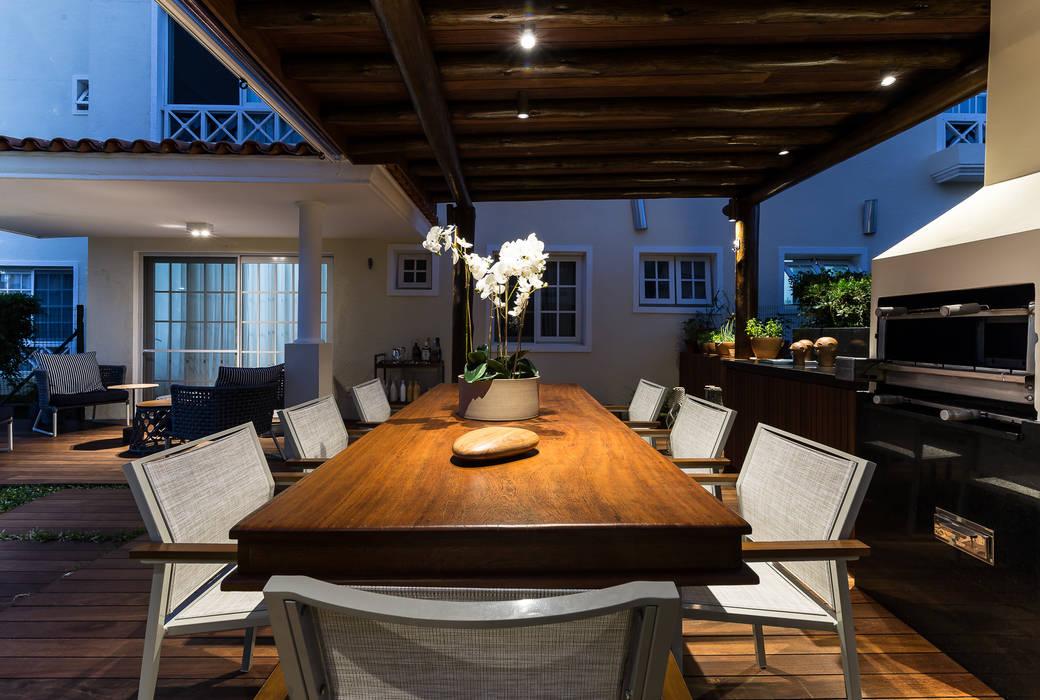 Balcones y terrazas de estilo tropical de branco arquitetura Tropical