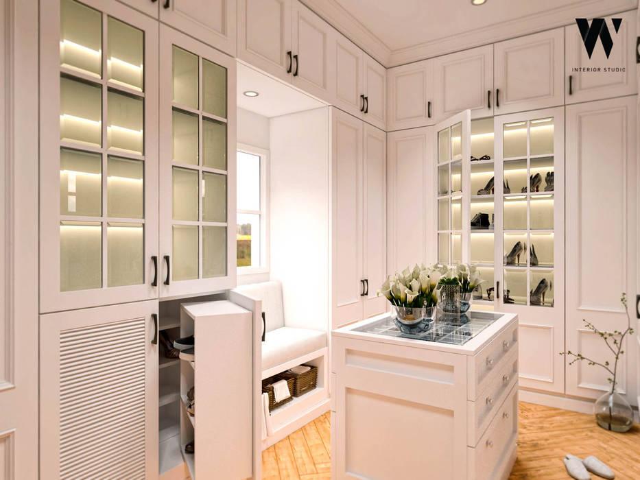 Ping House - Walk-In-Closet Ruang Ganti Klasik Oleh w.interiorstudio Klasik