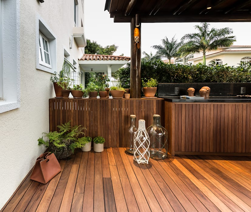 Tropical style balcony, veranda & terrace by branco arquitetura Tropical