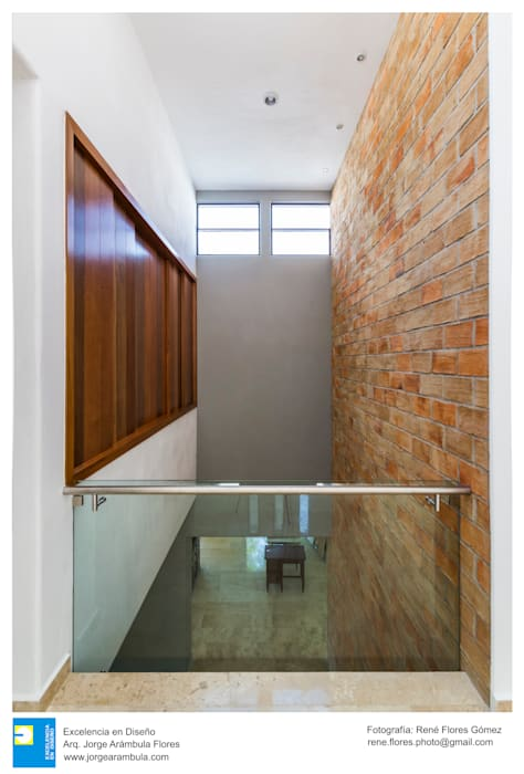 Interior Pasillos, vestíbulos y escaleras modernos de Excelencia en Diseño Moderno