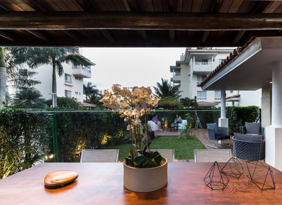 Patios & Decks by branco arquitetura, Tropical