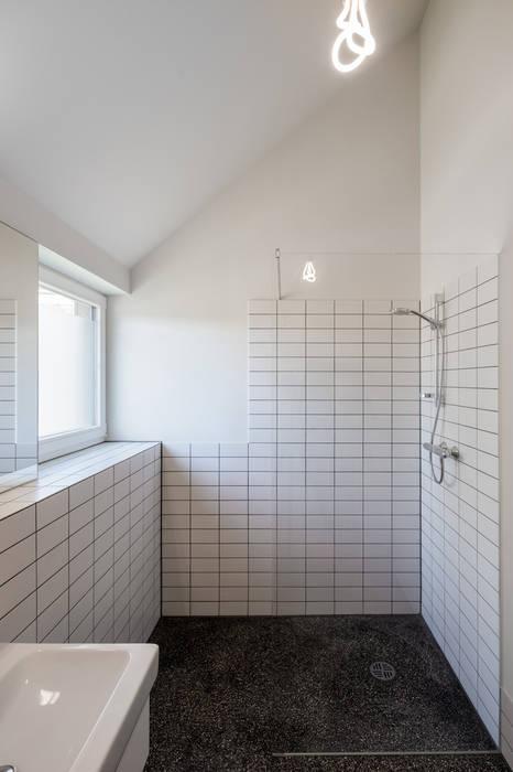 Haus b ellerbek: badezimmer von reichwaldschultz hamburg | homify