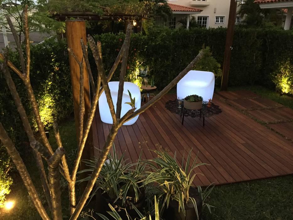 Garden by branco arquitetura, Tropical