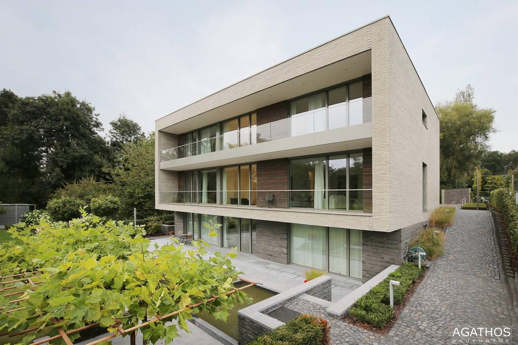 Neubau einer Villa in Ostbelgien: moderne Häuser von Architekturbüro Sutmann