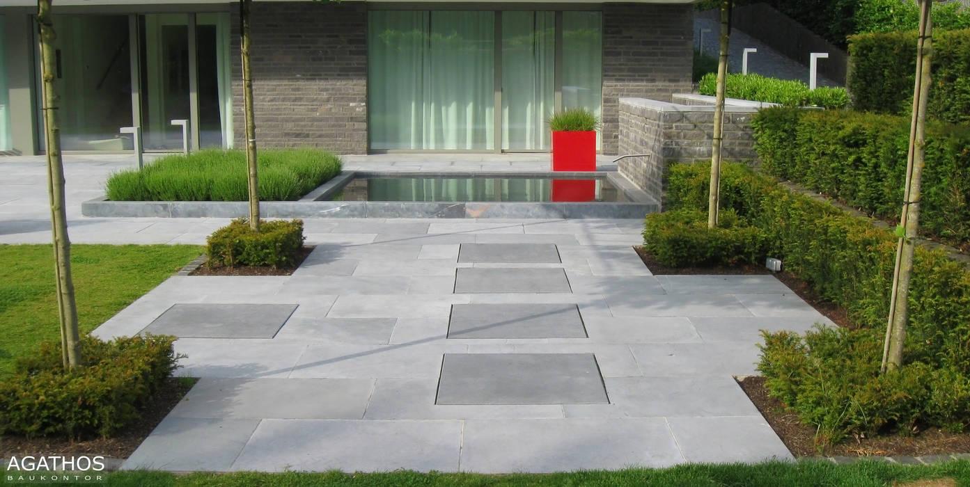 Neubau einer Villa in Ostbelgien:  Garten von Architekturbüro Sutmann