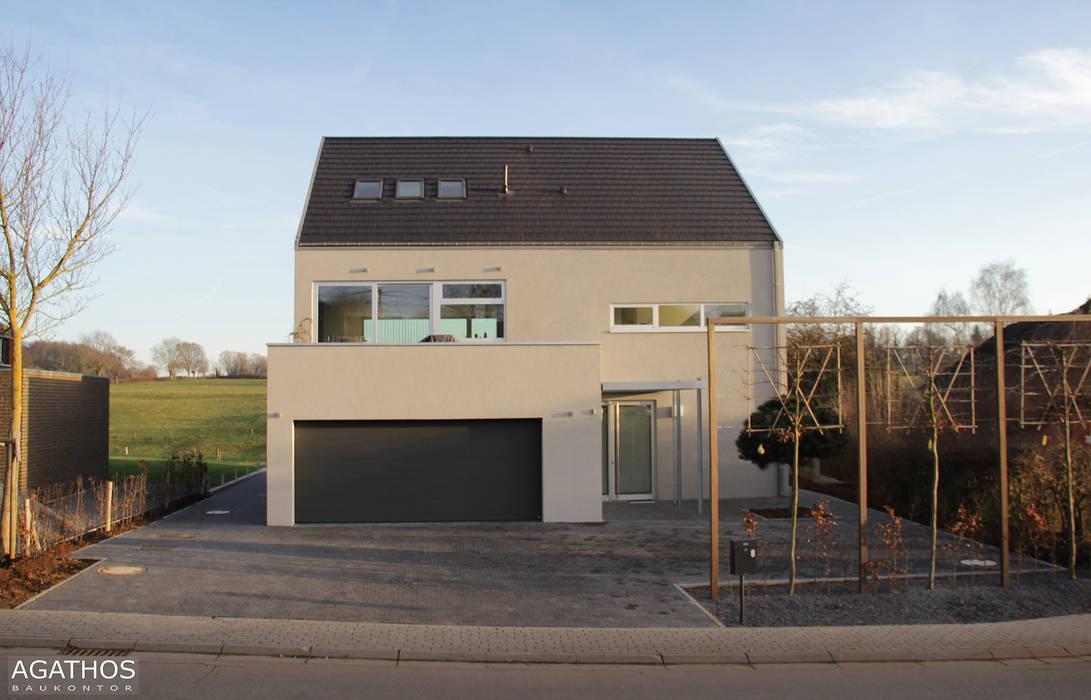 Einfamilienhaus in Lontzen: moderne Häuser von Architekturbüro Sutmann