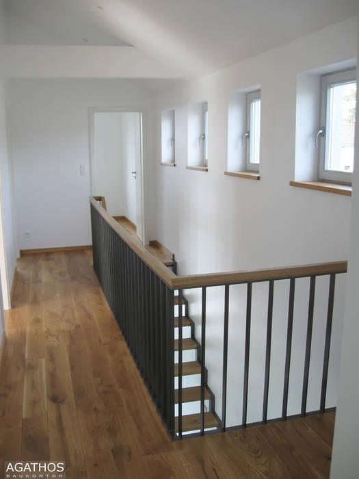 Neubau eines Einfamilienhauses Raeren/ Belgien:  Flur & Diele von Architekturbüro Sutmann