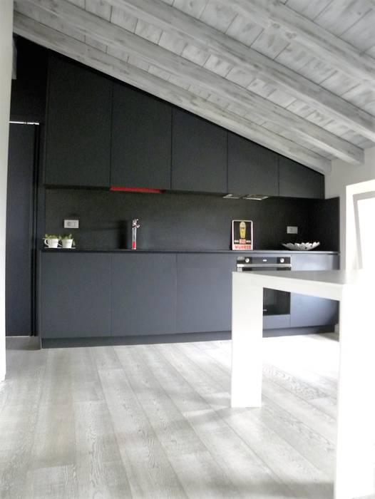 CUCINA : Cucina in stile in stile Moderno di Daniele Franzoni Interior Designer - Architetto d'Interni