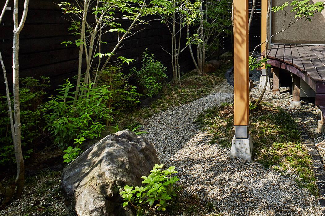 コート植込: 竹内建築設計事務所が手掛けた庭です。,モダン