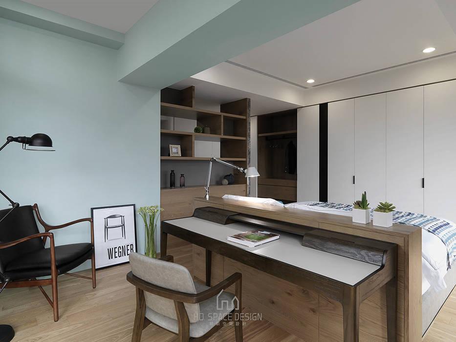 Cuartos de estilo  por Ho.space design 和薪室內裝修設計有限公司, Moderno