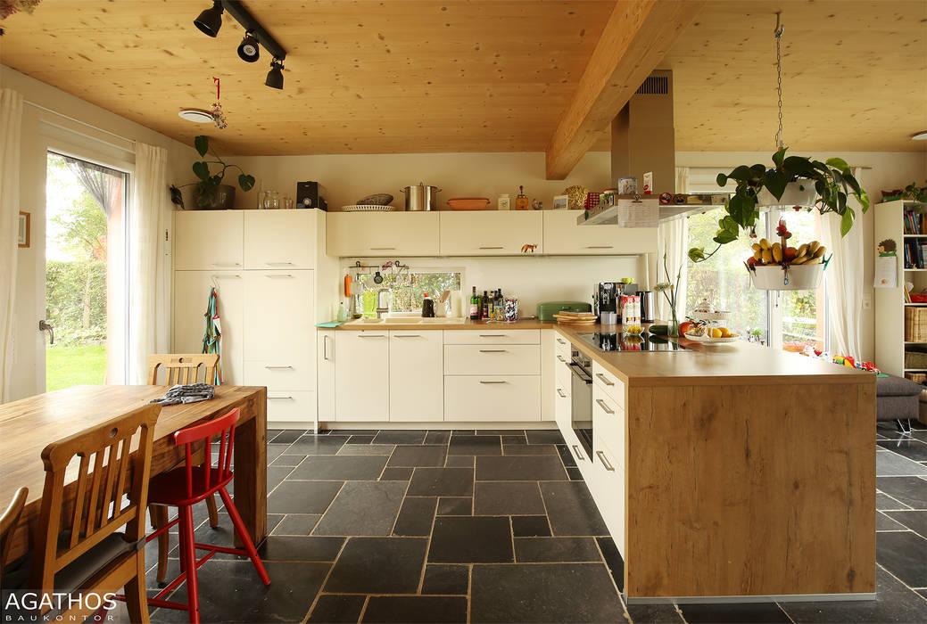 Neubau eines Einfamilienhauses mit Einliegerwohnung:  Küche von Architekturbüro Sutmann